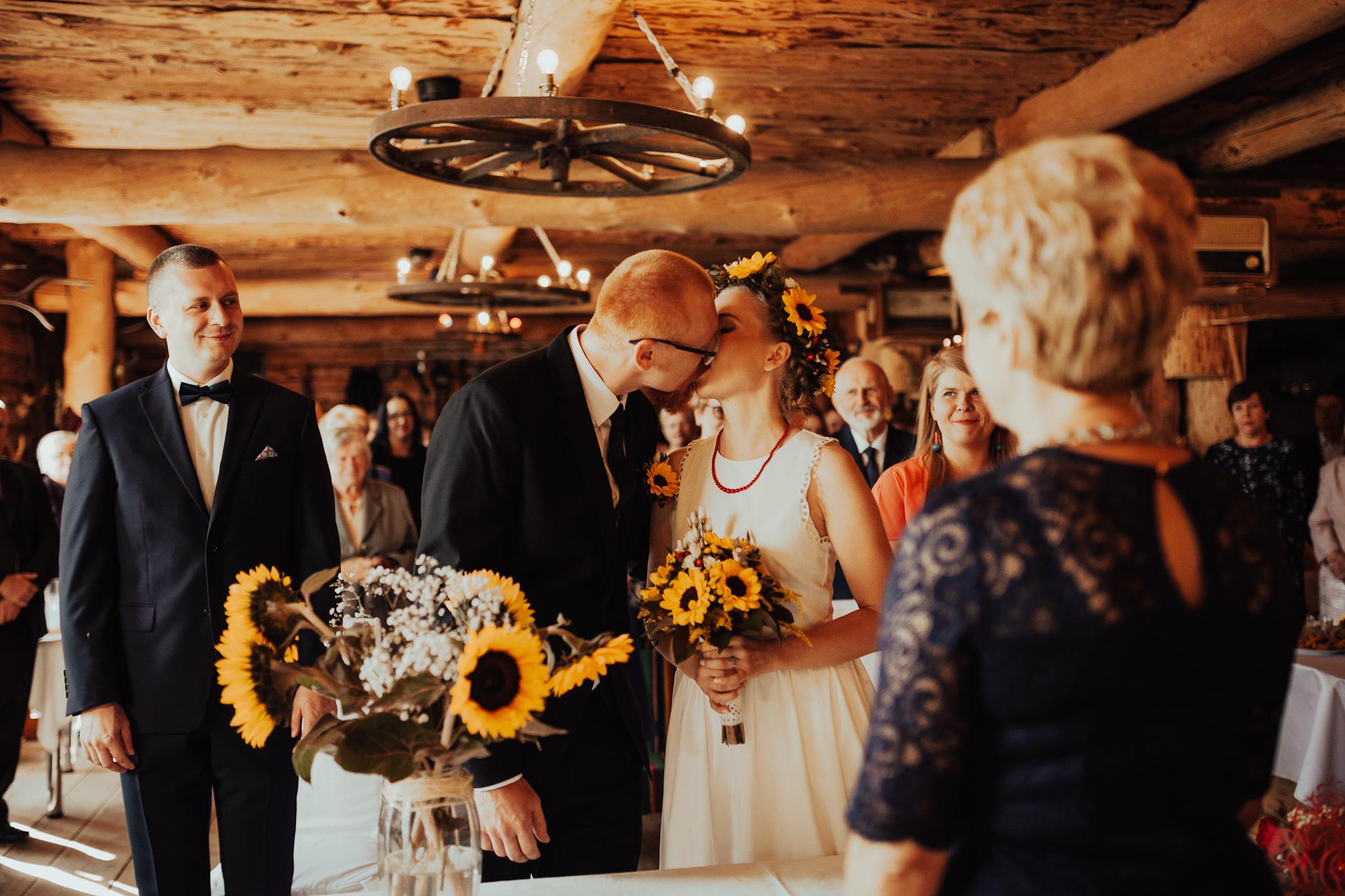 fotografia ślubna olsztyn kielce starachowice slow wedding rustykalny stodoła wiejska chata